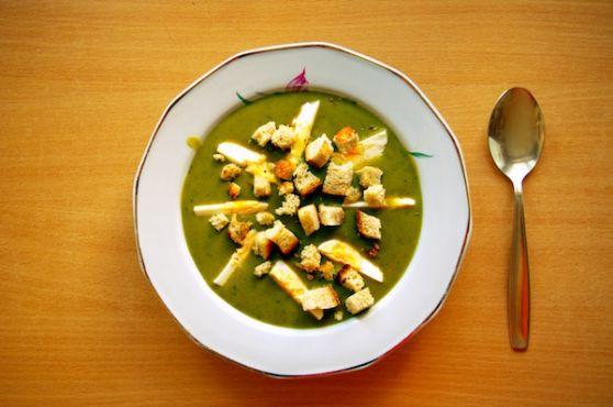 Sorrel soup with egg and croutons (zupa szczawiowa z jajkiem i grzankami)
