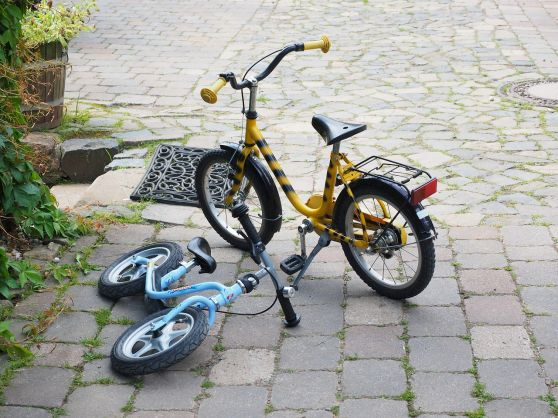 Childrens-bikes-590850 1280